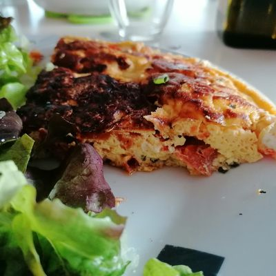 Omelette tomates-fromages