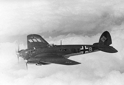 Le Heinkel He 111, l'un des avions technologiquement avancés conçus et fabriqués illégalement au début des années 1930 dans le cadre du réarmement de l'Allemagnesous leTroisième Reich.