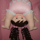 Muñeca bebé al revés