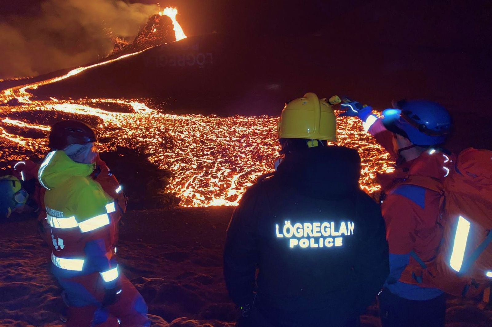 Many people had to be rescued last night and overnight who tried to get to the eruption sites despite the bad weather. Photo Slysavarnafélagið Landsbjörg / mbls
