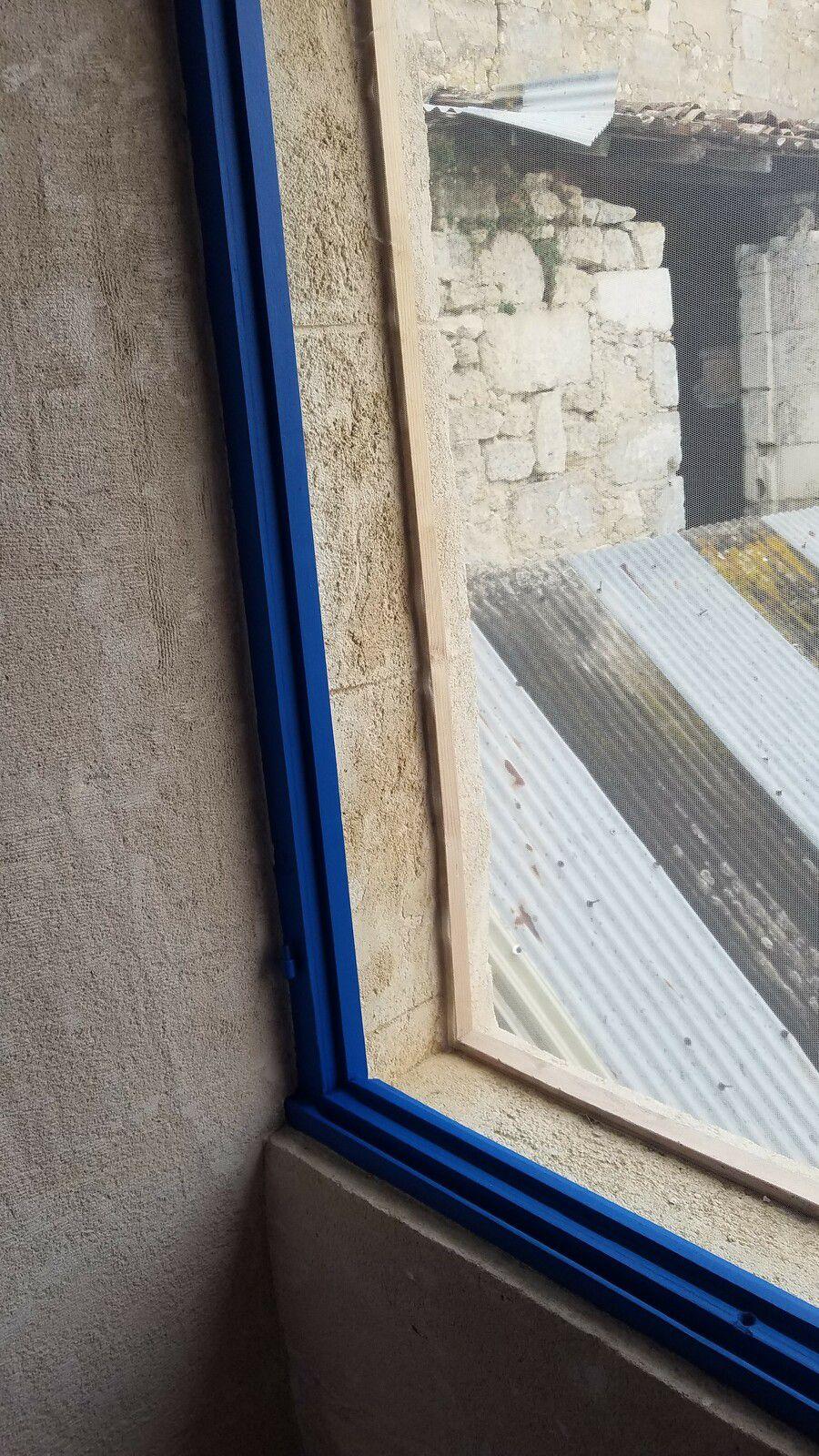 tour de fenêtre repeinte