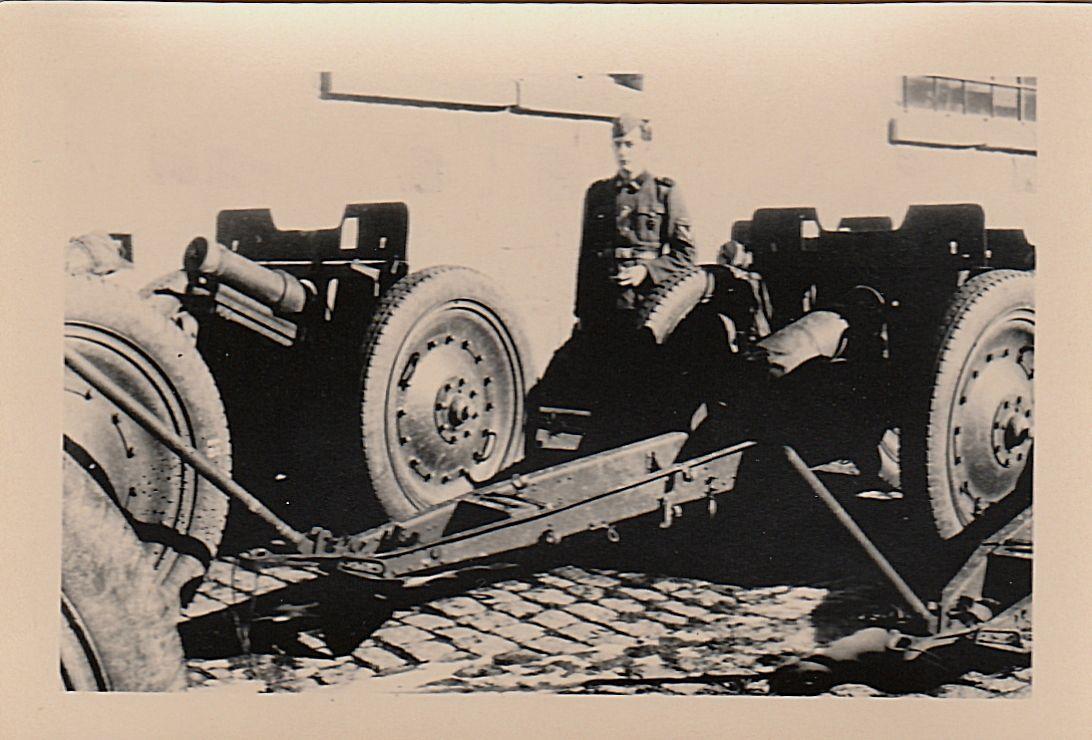 crédit photos : et collections privée : Alain Chaussade - canon RUSSE type Mortier modéle 1928 en 76.2 mm ayant équipé un temps les blockhauss de la pointe de La Grande Côte-  photo 4 prise de ce type de Canon par les SS à l'arsenal de TULLA CCCP- défense sur les plage Porte Belge anti-débarquement ( ancien musée du GUA)