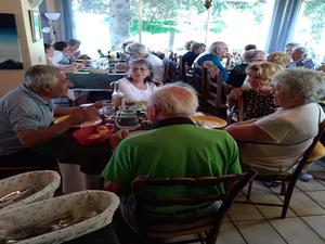 St André les Alpes  :  Repas du Roudoulet de Chamatte au Clair Logis