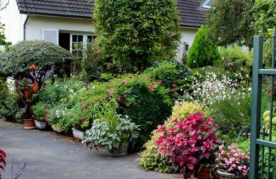 Vue de la grille d'accès au jardin,