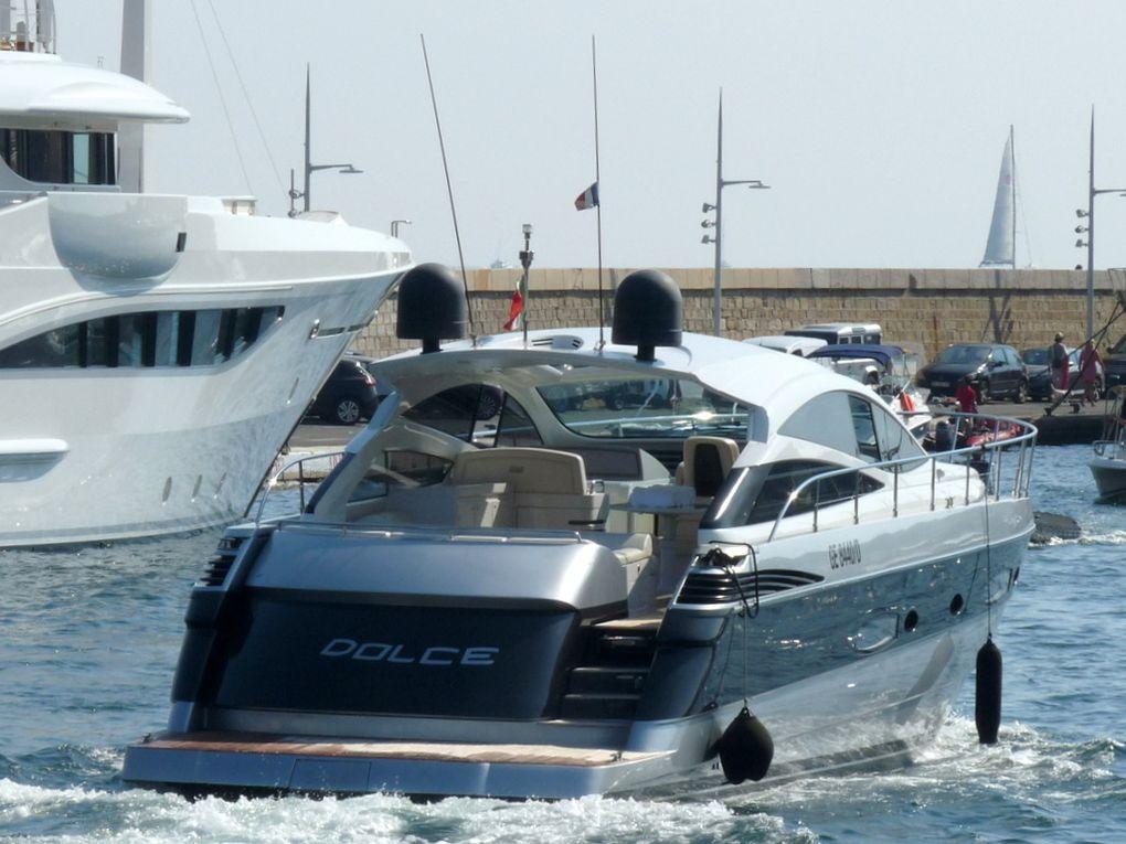 DOLCE , arrivant et appareillant au port de Saint Tropez le 08 aout 2018