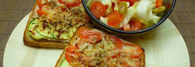 tartines au four et salade composée