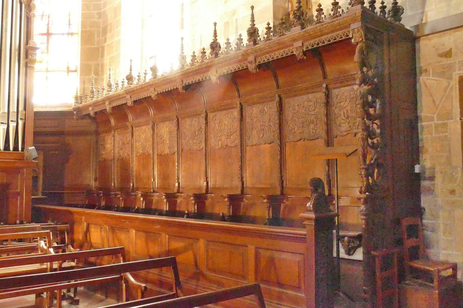 Les stalles de l'église Notre-Dame de La Guerche-de-Bretagne. Ib,  le coté sud : les dossiers.