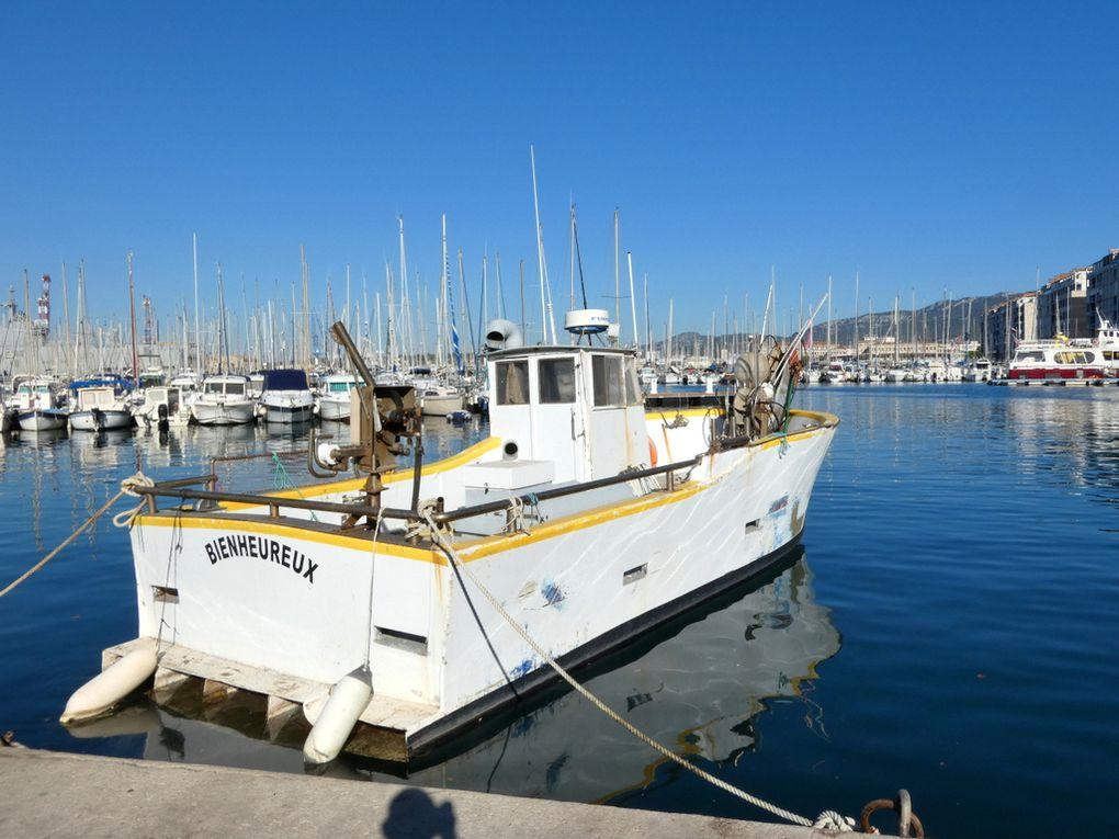 BIENHEUREUX , ST 770726   a quai dans la darse vieille du port de Toulon le 17 aout 2021