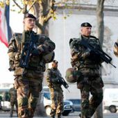 Face aux Gilets jaunes, la macronie envoie l'armée ! - MOINS de BIENS PLUS de LIENS