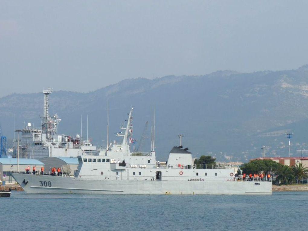EL LAHIQ 308 , Patrouilleur de la marine royale marocaine  à quai et appareillant de Toulon le 14 mai 2011