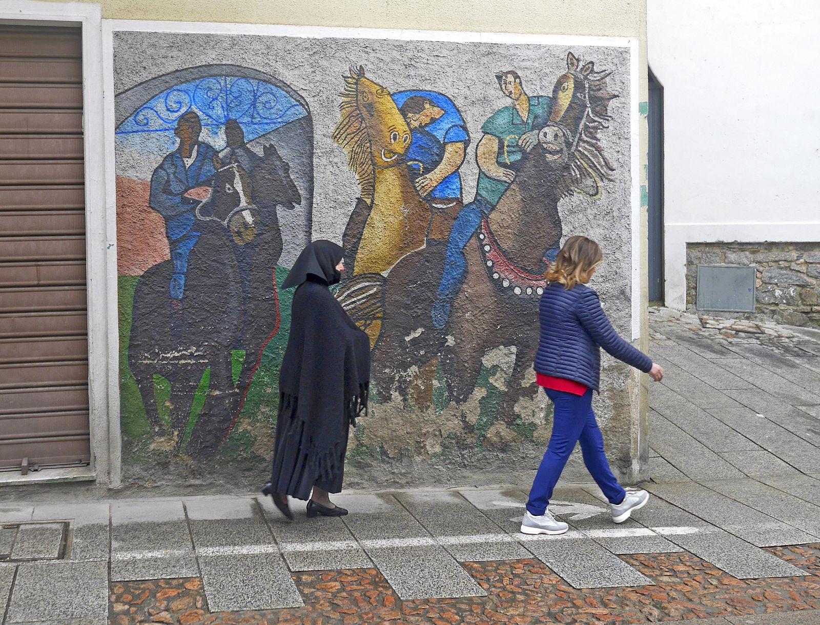 Tout un symbole : deux femmes, deux générations, deux cultures qui se côtoient...
