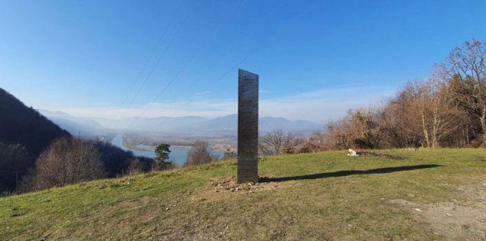 Un nouveau mystérieux monolithe apparaît en Europe, à quelques jours de la découverte aux USA