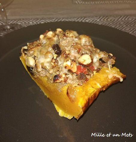 Butternut farci au boeuf, raisins secs, cranberries & noisettes