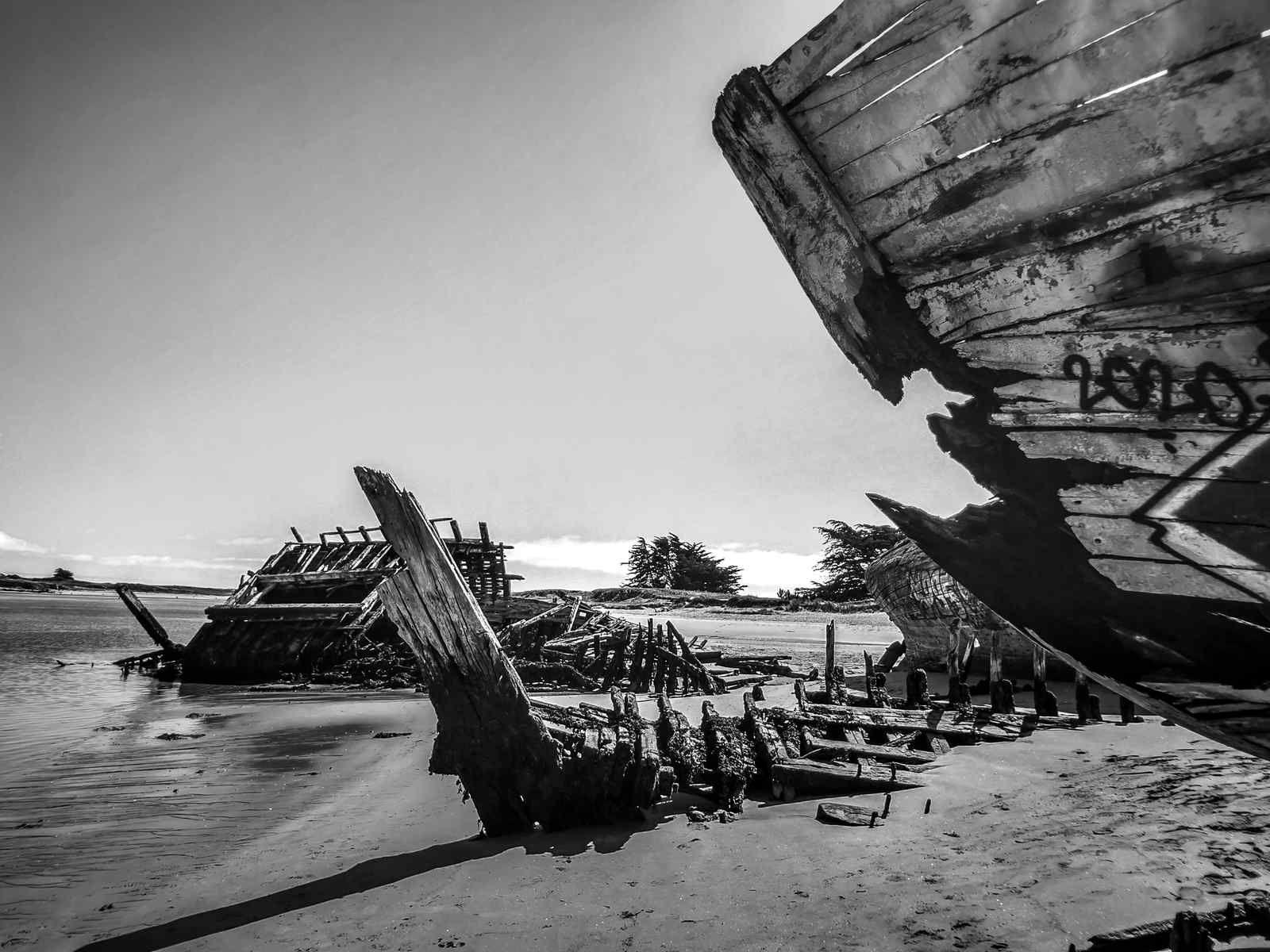 """Photo Daniel Potin:     """"Cimetière de bateaux en rivière d'Etel..."""""""