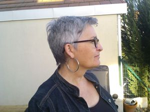 Devenir Gris, cheveux gris, poivre et sel, givrée, quinqua