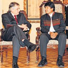 Embajador en Bolivia, Manuel Rodríguez Cuadros es precandidato de Fuerza Social a presidencia del Perú.