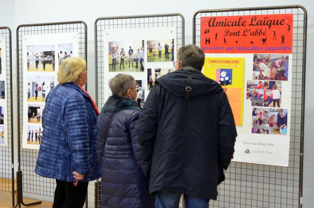 Vernissage de l'exposition photos, tableaux de l'atelier peinture adultes