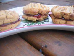 Cookies à la cacahuète et à la framboise