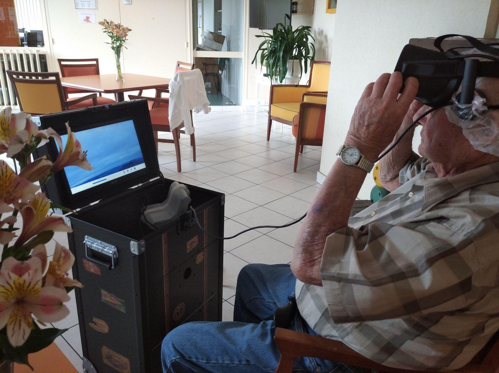 Vélo et casque de réalité virtuel
