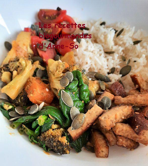 Buddha Bowl aux légumes, tofu fumé, riz basmati 1/2 complet et sa sauce cacahuètes au gingembre