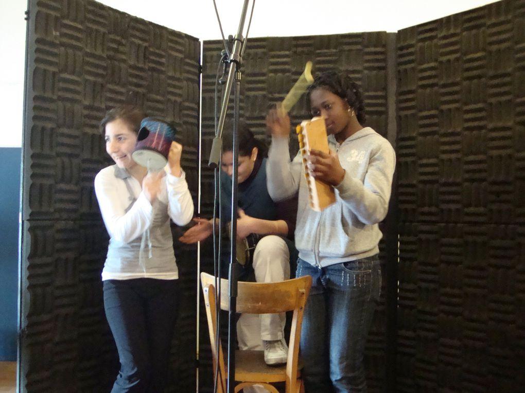 Ce lundi 15 mars, les élèves du DAI ont fait leur première séance d'enregistrement au studio du Comptoir de la Victorine avec l'association Art de Vivre.