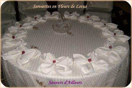*** Serviettes pliées en formes de fleurs de lotus... ***