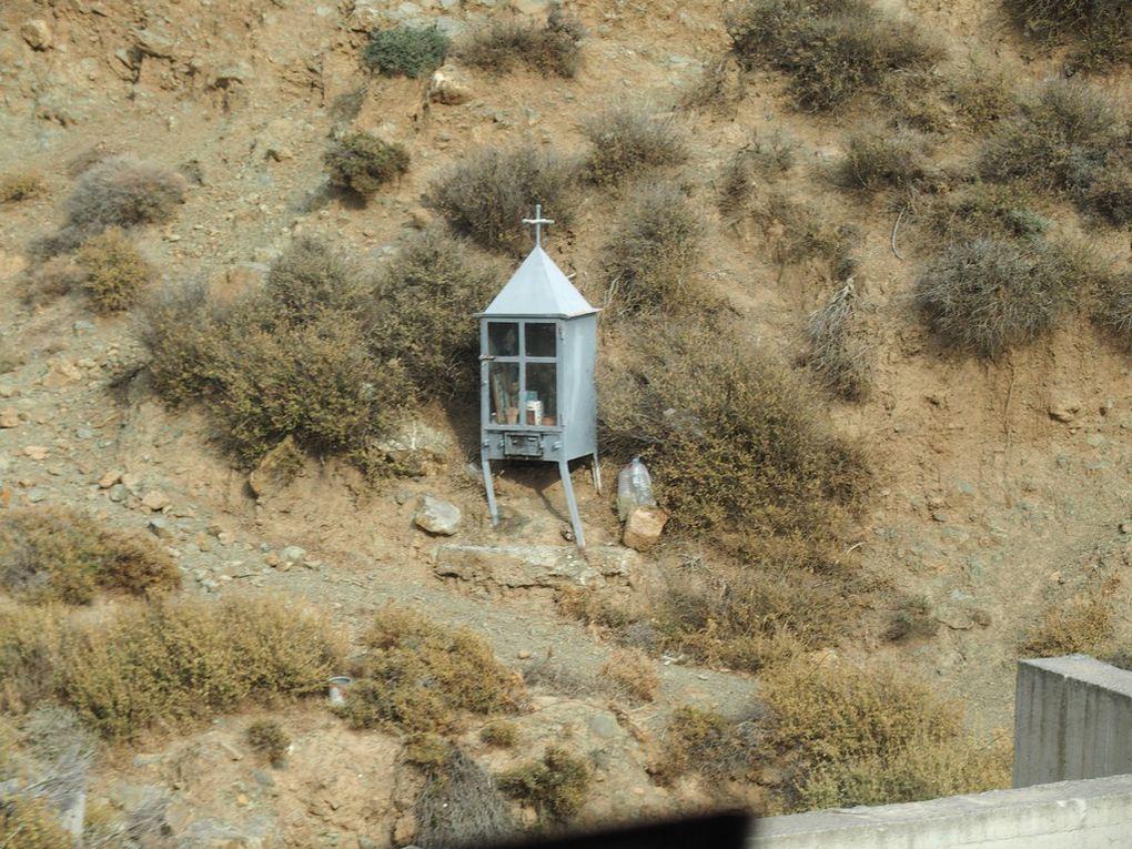 quelques unes des petites chapelles le long des routes ...