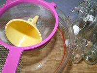 5 - Ces 15 jours écoulés, bien filtrer le mélange et le répartir dans des bouteilles de votre choix.
