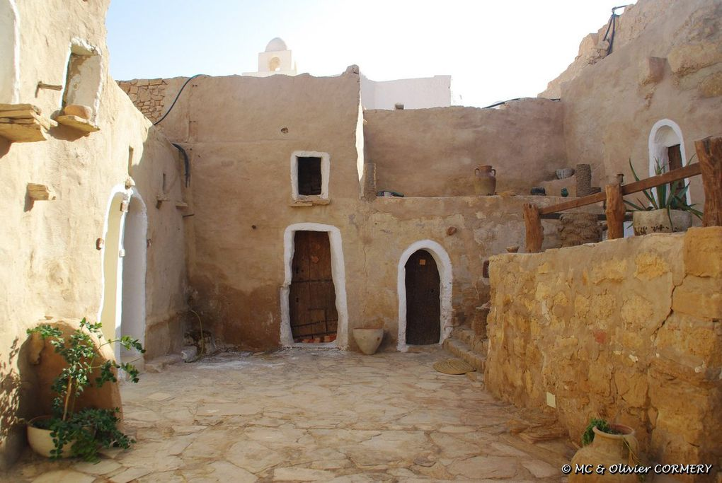 Tataouine, les Ksar et le désert de pierres... Fantastique...