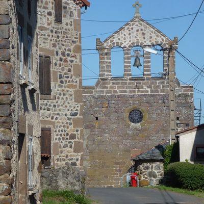 Le village du Vernet (2) : l'église et la place principale / Balade en Haute-Loire