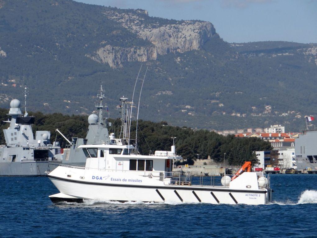 ACTINOTE , vedette de servitude pour le CEM '(centre d'essais de la mediterranée)