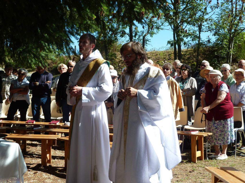 Messe du 8 septembre à Vallensanges avec Père Rémi- Gabriel et Frère Damien (Photos Coline TOULY ou Chantal PROTIERE)