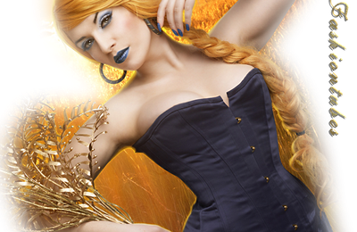femme corset bleu chapeau plumetis