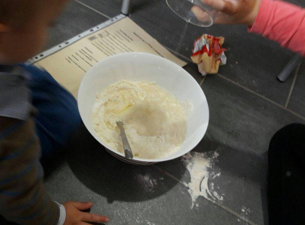 Préparation de la pâte à modeler par les loustics