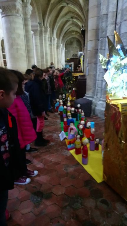 Sur le thème de la lumière, les enfants ont partagé, discuté, cherché.....Puis ils ont fabriqué, construit, collé, ... Un grand Bravo à tous !