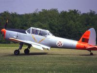 Le DH-82 Tiger Moth F-AZDH. Le Soko 522 F-AZEQ. Le DHC-1 Chipmunck F-AZEU.