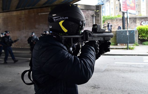 """""""Gilets jaunes"""" : Des journalistes et photographes dénoncent des tirs de la police"""