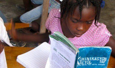 Une élève de 5e de la Matenwa Community School à Haiti (Amy Bracken via Global Voices)