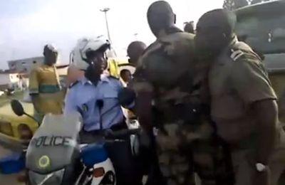 Libreville: Vidéo,La Gendarmerie Nationale a mis la main sur un  policier suspect...