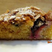 Moelleux aux prunes et amandes - www.sucreetepices.com