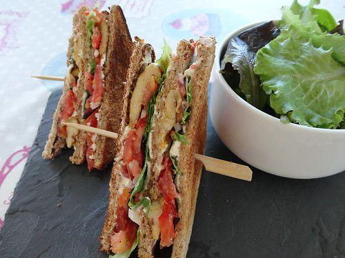Club sandwich poulet mariné, tomates, fromage frais