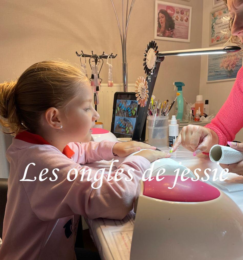 explications et éducation Onglerie - Embellissement sur petites filles