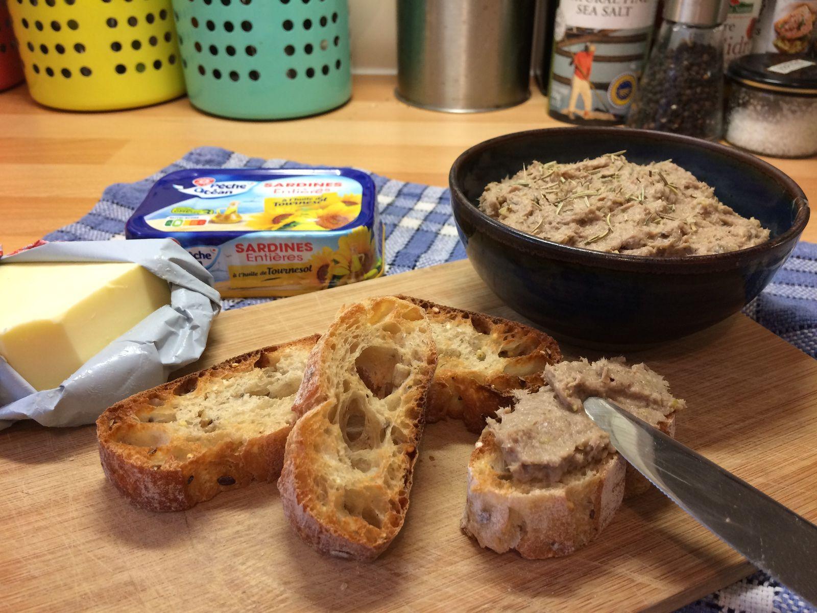 J'aime déguster ces rillettes sur du pain grillé, avec éventuellement un peu de beurre. Elles peuvent aussi s'agrémenter de persil ou de ciboulette hachés pour plus de fraîcheur, et feront dans tous les cas l'unanimité !