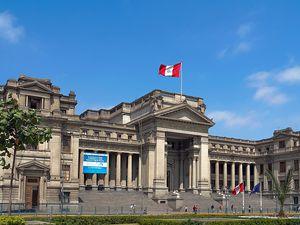 Il attire l'attention, non pour son originalité architecturale, mais par le fait qu'il est une tentative de reproduction du Palais de justice de Bruxelles, œuvre de Joseph Poelaert. Ses dimensions sont cependant plus petites. En outre, l'édifice péruvien ne dispose pas d'une coupole.