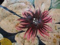 * Fleurs-corbeille peintes sur métal, détails, Cl. Elisabeth Poulain