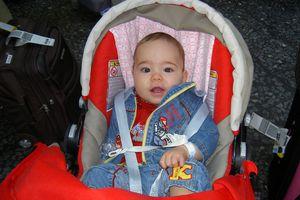 Sicherheit des Babies beim Reisen und Fliegen
