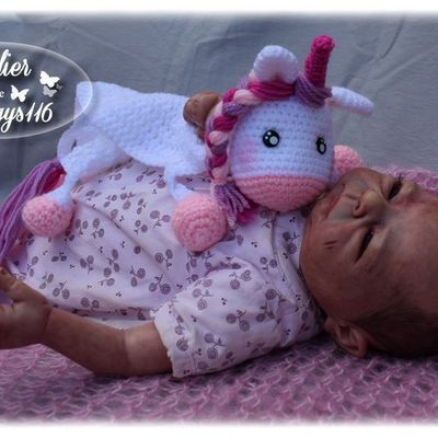 Mini couverture licorne (Unicorn security blanket crochet pattern)