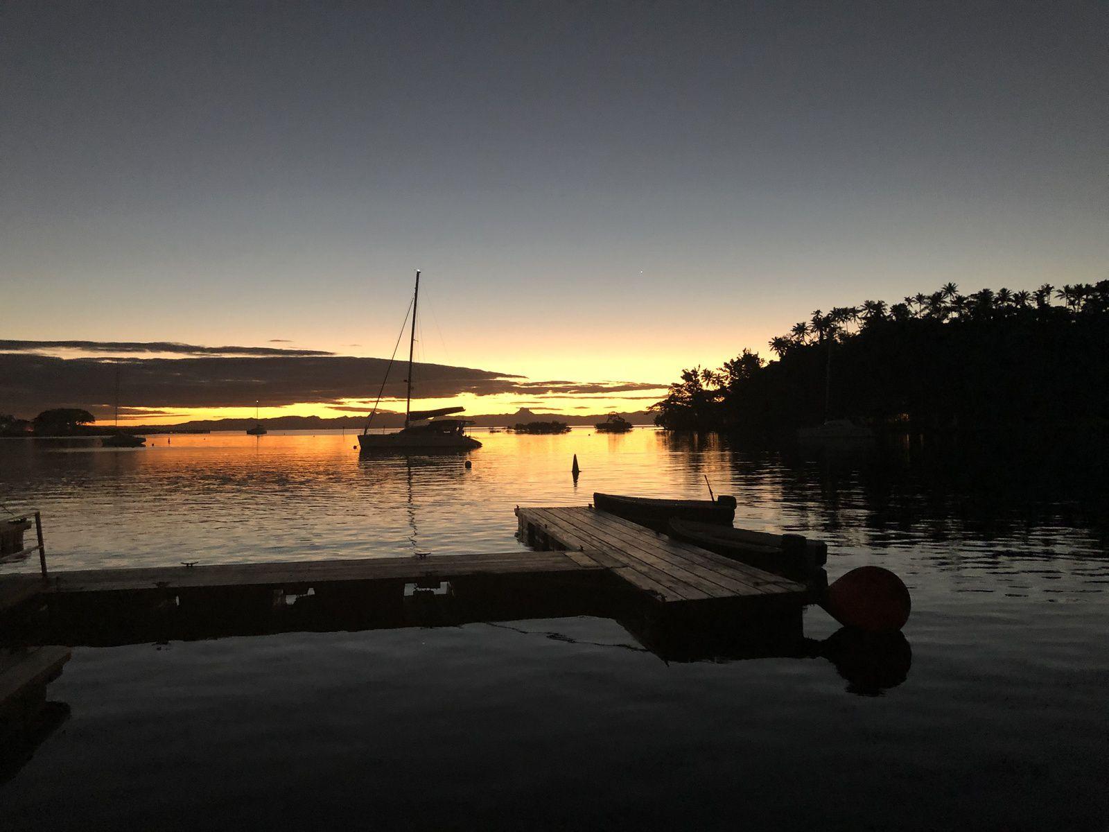 Coucher de soleil à la marina de Savusavu