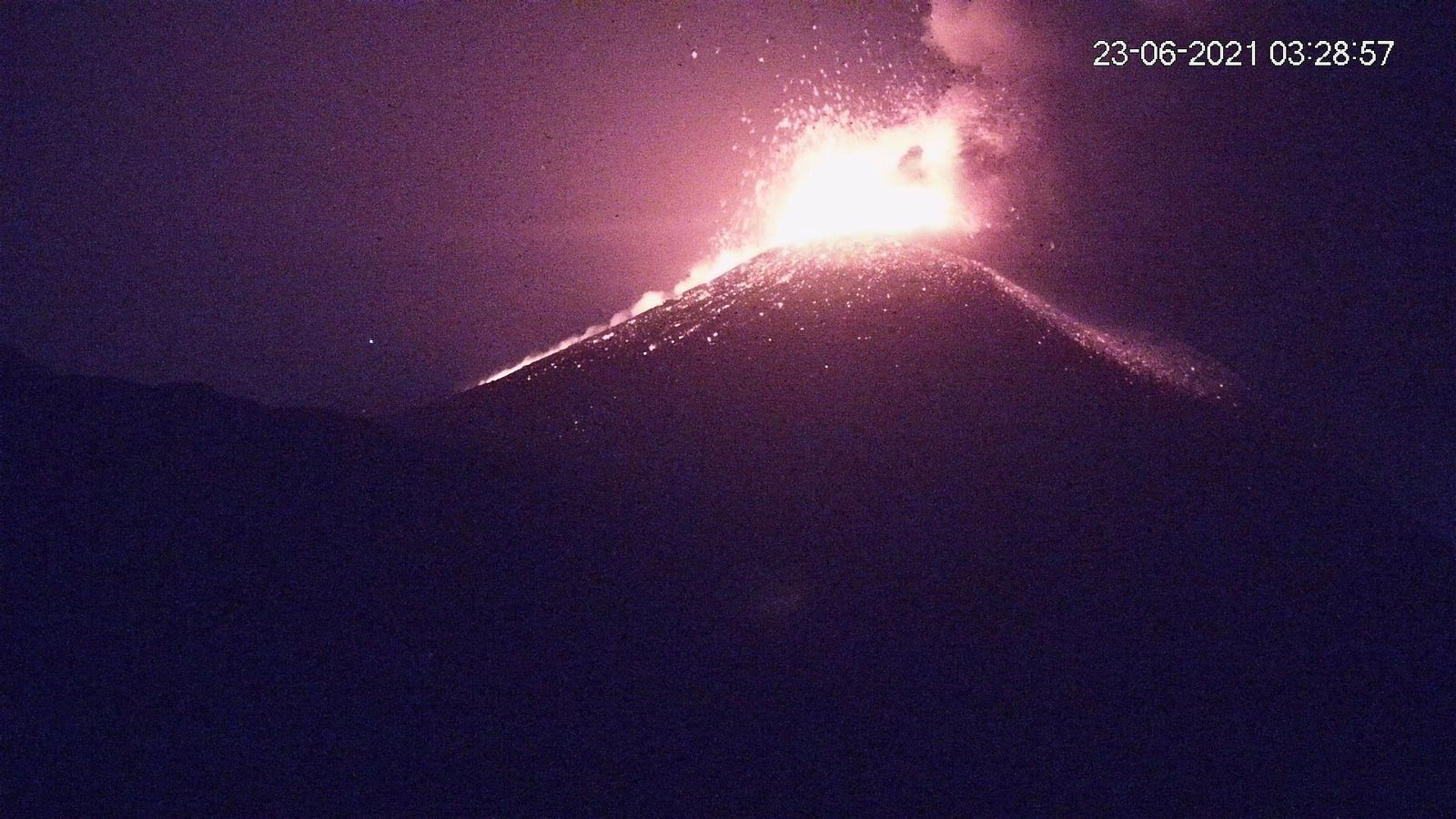 Etna SEC- activity from 23.06.2021 / at 03:28 and 03:58 - new webcam LAVE