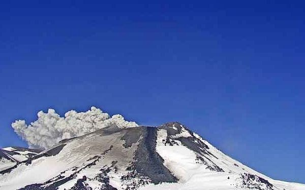 Nevados de Chillan - from top to bottom, and from left to right, the photos of the summit and the lava flows respectively on 29.07, 01.08 and 03.08.2020 - WebcamSernageomin Portezuelo - one click to enlarge